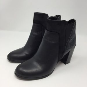 Tahari Ryder Leather Pull On Booties Size 8